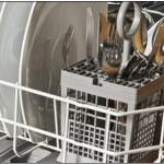 Kann ich meinen Kontaktlinsenbehälter in der Spülmaschine reinigen?