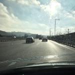 Sonnenreflexion auf der Fahrbahn – Was hilft?